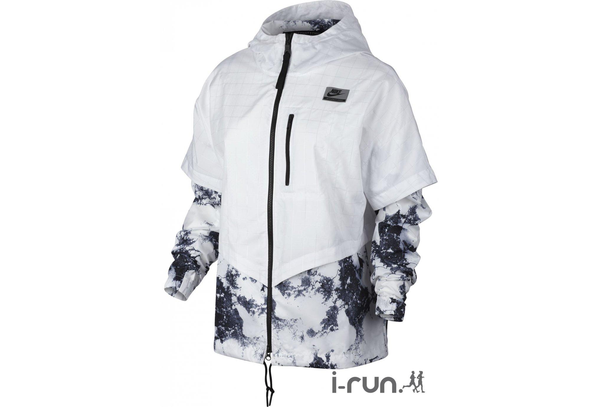 Découvrez la version Rio de Janeiro de la veste Nike International Windrunner blanche et