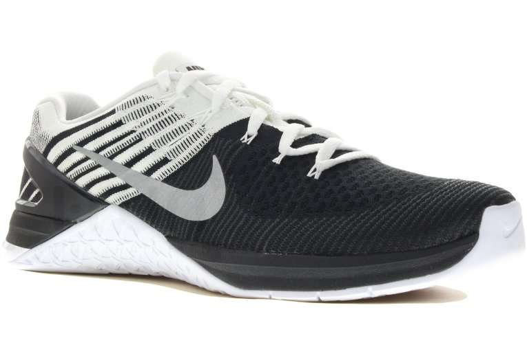 differently 52ae3 3eae2 Metcon DSX Flyknit